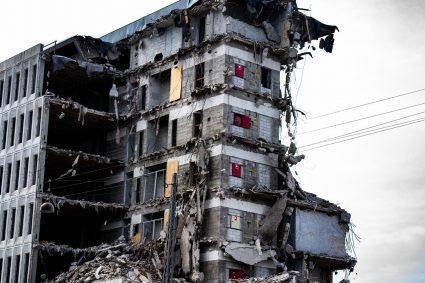 Rozbiórka budynku gospodarczego – jak się z tym zmierzyć?